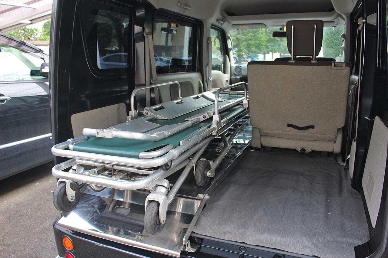 軽霊柩車はストレッチャーを乗せることも出来ます